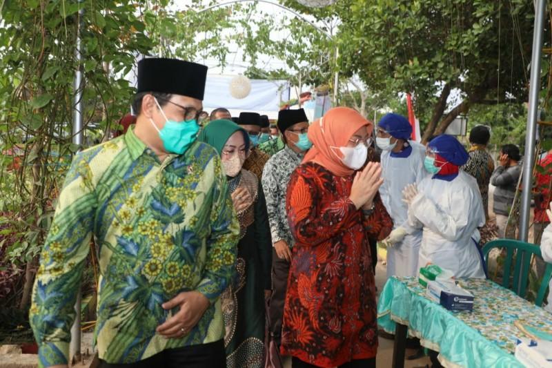 Menaker Ida Fauziah Berkolaborasi Dengan Menteri Desa PDTT Abdul Halim Iskandar Salurkan Bantuan JPS